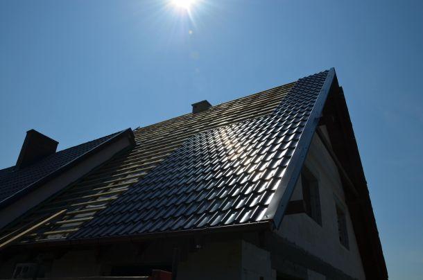 Jak ocieplić skośny dach według nowych norm budowlanych?